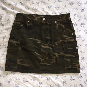 Size 6 Topshop Camo Utility Denim Skirt